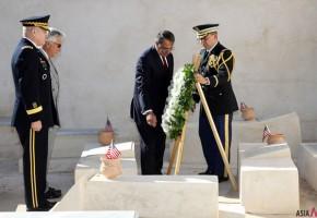 US Defense Secretary First Visits Libya