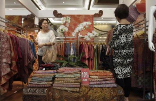 [Indonesia Report] Traditional Batik Tulis, an invaluable cultural legacy of Indonesia