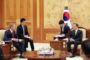 Moon, Pentagon chief agree that alliance is ironclad: Pentagon