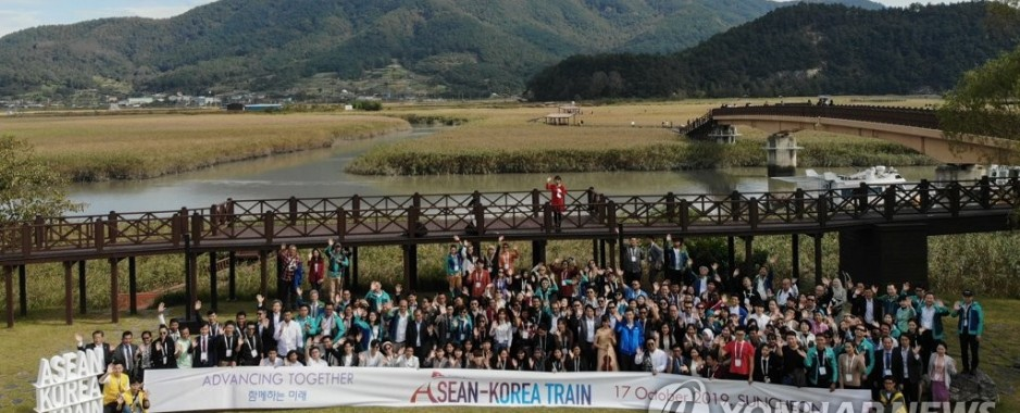 Train trip to promote next month's South Korea-ASEAN summit ends