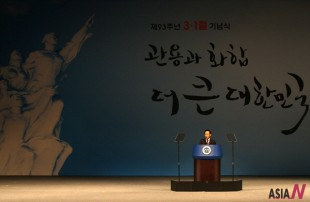 "South Korean President Lee Myung-Bak delivers a speech marking the 93rd anniversary of the Korea's 1919 nationwide uprising, known as the March First Independence Movement against Japan's colonization of the Korean Peninsula, at the Sejong Center for the Performing Arts in Seoul, South Korea, March 1, 2012. Lee Myung-bak on Thursday urged Japan to take a positive stance on solving the issue of Korean ""comfort women"", who were forced into sexual slavery under Japan's 1910-45 colonial rule."