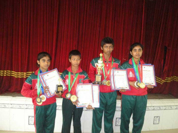 SSS Karate team membears with medals