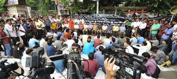Bangladeshi journalist community threatens tougher movement