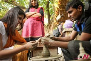 Villagers showcase Indian rural arts and craft traditions at a Delhi festival