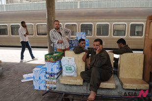 Egypt's railway workers' strike freezes train services across country