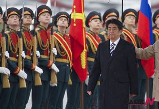 Japanese PM Abe visits Russia as first step of &#8220;economic diplomacy&#8221;