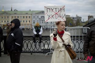 &#8220;Putin Go Away&#8221; Russian opposition supporters hold anti-gov&#8217;t protest