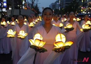 Buddhists carry lotus lanterns during Buddha's birthday parade in Seoul
