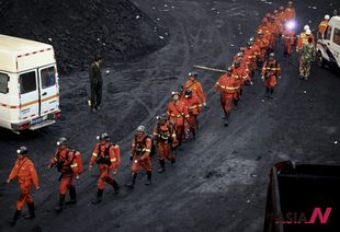Chinese rescuers enter coal mine where explosions killed many miners