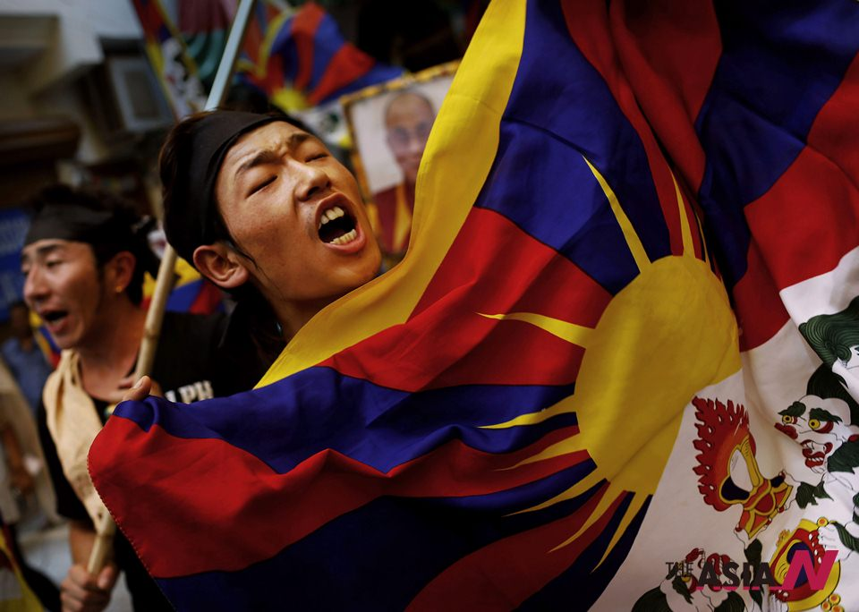 Tibetan activists demonstrate in New Delhi as Chinese Premier Li visits