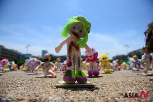 'Abused' dolls displayed to arouse public awareness of child abuse