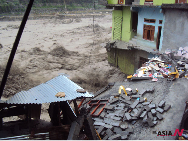 Floods wreaks havoc in western Nepal and northern India