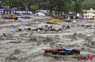 Torrential rain and floods in India kill more than 50