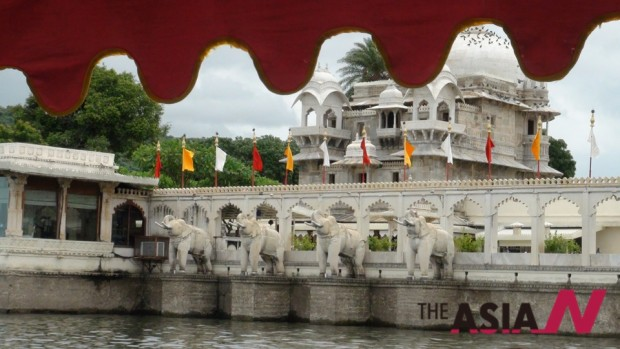 The island near Udaipur, where Rajas used to escape to avoid riots in the mainland. This island appeared in James Bond film Octopussy (1983) at his film Jodhaa Akbar. (Photo : Fatima Al-Zahraa Hassan)