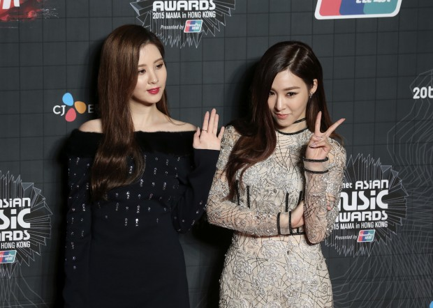 South Korean singer Seohyun, left, and Tiffany from the female group Girls' Generation, pose for the photographers on the red carpet of the 2015 Mnet Asian Music Awards (MAMA) in Hong Kong, Wednesday, Dec. 2, 2015. (AP Photo/Kin Cheung)