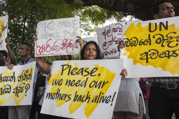 Protesters stage a demonstration in front of the UN office in Colombo, capital of Sri Lanka, on Dec. 3, 2015. Hundreds of people held a protest in Sri Lanka on Thursday against a decision by a Saudi Arabian court to stone to death a Sri Lankan maid who had allegedly committed adultery in the Arab nation. The protest was led by the New Generation organization composed mainly of youth Sri Lankan artists.  (Xinhua/Liu Hongru)