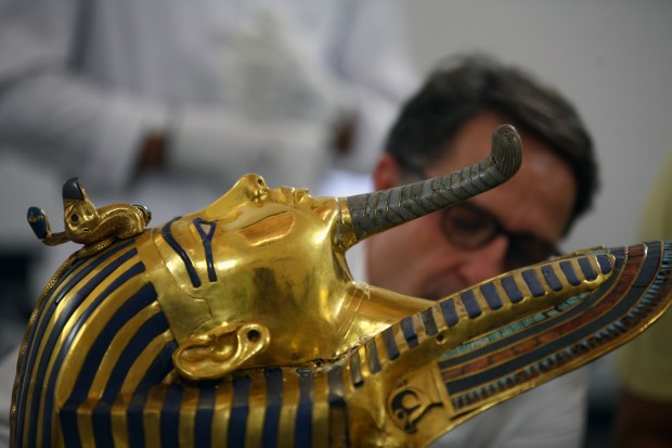 German archaeologist Christian Eckmann during his work on the restoration process of the golden mask of Tutankhamun at the Egyptian Museum in Cairo, Egypt, Oct. 20, 2015. (Xinhua/Ahmed Gomaa)