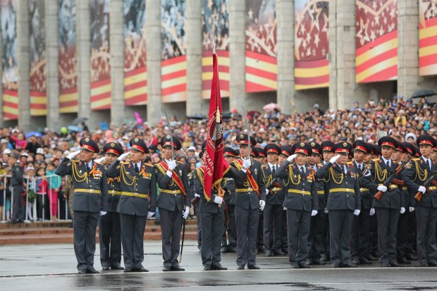 Kyrgyzstan's soldiers take part in the military parade marking the 70th anniversary of the victory in the Great Patriotic War, at Ala Too Square in Bishkek, Kyrgyzstan. (Xinhua/Roman) (zjy)