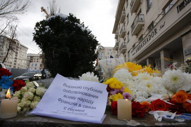 Flowers are seen outside the French Embassy in tribute to the victims of the Paris terrorist attacks, in Bishkek, Kyrgyzstan (Xinhua/Roman)