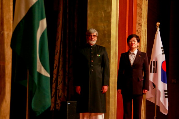 Pakistan Ambassador to Korea, Mr. Zahid Nasrullah Khan and Korea's Minister of Gender Equality and Family, Her Excellence Kang Eun Hee honor the national flags of Korea and Pakistan as the national anthems of both countries play in the background turn by turn. (Photo: Rahul Aijaz)