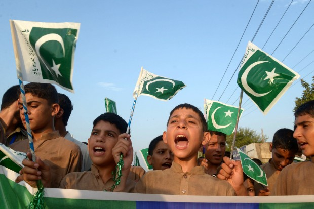 PESHAWAR, Aug. 14, 2016 (Xinhua) -- Pakistani children wave national flags during a ceremony to mark Pakistan's Independence Day in northwest Pakistan's Peshawar on Aug. 14, 2016. (Xinhua/Umar Qayyum)(yk)