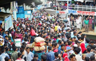 (160911) -- DHAKA, Sept. 11, 2016 (Xinhua) -- Homebound travelers crowd at the Sadarghat Launch Terminal in Dhaka, capital of Bangladesh, on Sept. 11, 2016. With merely a day remaining for Eid al-Adha, millions of Dhaka dwellers, braving every conceivable discomfort on creaky and congested transport, are flocking to village homes to celebrate the religious festival with their dear ones. (Xinhua/Rizwan Karim) (zjy)