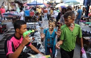(160912) -- GAZA, Sept. 12, 2016 (Xinhua) -- Palestinians walk in a market ahead of the Muslim festival Eid al-Adha in Gaza City, Sept. 11, 2016. Muslims across the world are preparing to celebrate the annual festival of Eid al-Adha, or the Festival of Sacrifice. (Xinhua/Wissam Nassar) (zjy)