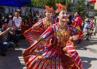 (160912) -- URUMQI, Sept. 12, 2016 (Xinhua) -- Residents of a community dance to celebrate the Corban Festival in Urumqi, capital of northwest China's Xinjiang Uygur Autonomous Region, Sept. 12, 2016. On Monday, Muslims in China welcomed Corban Festival, also known as Eid al-Adha or the feast of the sacrifice. (Xinhua/Wang Fei) (zhs)