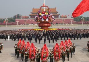 (160930) -- BEIJING, Sept. 30, 2016 (Xinhua) -- Chinese President Xi Jinping and other senior leaders Li Keqiang, Zhang Dejiang, Yu Zhengsheng, Liu Yunshan, Wang Qishan and Zhang Gaoli attend a ceremony at the Tian'anmen Square in Beijing, capital of China, Sept. 30, 2016, to honor and remember deceased national heroes on the Martyrs' Day. (Xinhua/Pang Xinglei) (ry)