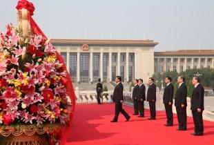 (160930) -- BEIJING, Sept. 30, 2016 (Xinhua) -- Chinese President Xi Jinping and other senior leaders Li Keqiang, Zhang Dejiang, Yu Zhengsheng, Liu Yunshan, Wang Qishan and Zhang Gaoli attend a ceremony at the Tian'anmen Square in Beijing, capital of China, Sept. 30, 2016, to honor and remember deceased national heroes on the Martyrs' Day. (Xinhua/Yao Dawei) (ry)