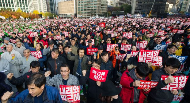 SEOUL, Nov. 13, 2016 (Xinhua) -- People attend a rally in downtown Seoul, capital of South Korea, Nov. 12, 2016. South Koreans staged peaceful rallies across central Seoul on Saturday night to demand President Park Geun-hye step down over a scandal involving her longtime confidante and former aides. (Xinhua) (zhs)