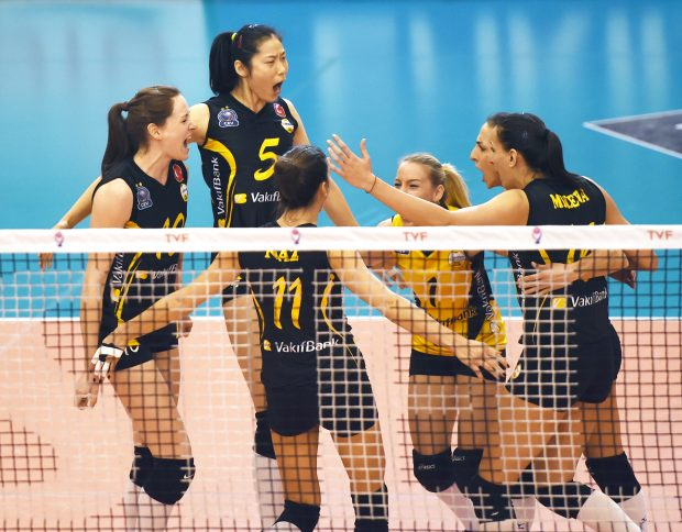 ISTANBUL, Nov. 27, 2016 (Xinhua) -- Zhu Ting (L2) of Vakifbank celebrates with her teammates during the Turkish Women Volleyball League match between Eczacibasi and Vakifbank in Istanbul, Turkey, Nov. 26, 2016. (Xinhua/He Canling)