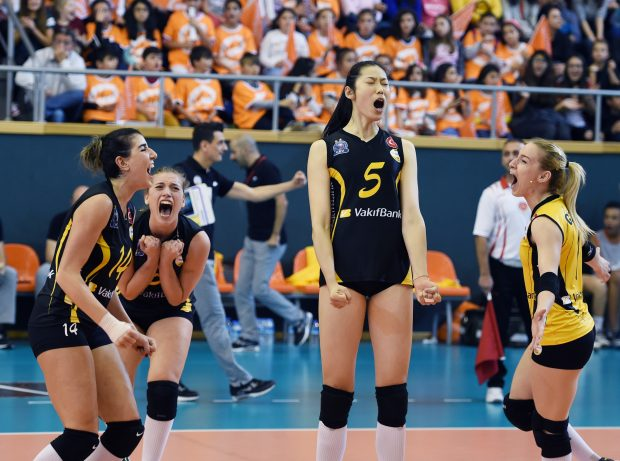 ISTANBUL, Nov. 27, 2016 (Xinhua) -- Zhu Ting (C) of Vakifbank celebrates with her teammates during the Turkish Women Volleyball League match between Eczacibasi and Vakifbank in Istanbul, Turkey, Nov. 26, 2016. (Xinhua/He Canling)
