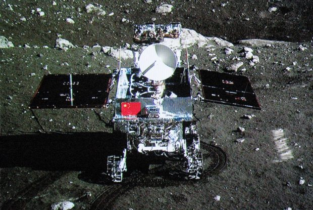 "Robotic lander of Chang'e-3 takes photo of the lunar rover ""Jade Rabbit"". (File photo)"