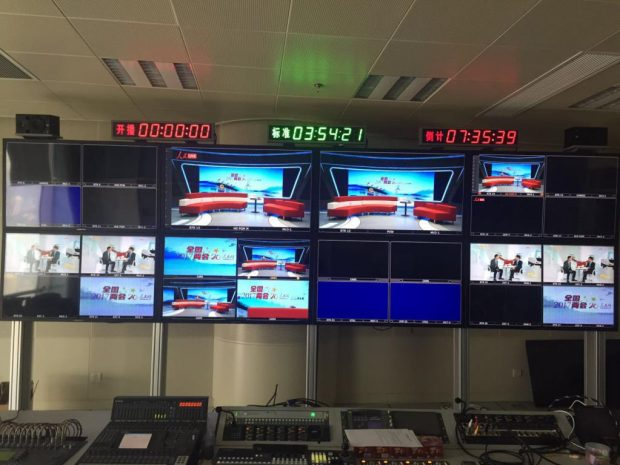 The People's Daily new media center is ready to broadcast two sessions updates on March 3, 2017. (Photo by Yang Xun from People's Daily)