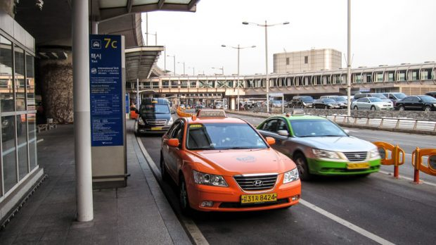 international_taxi_stand_at_incheon_international_airport