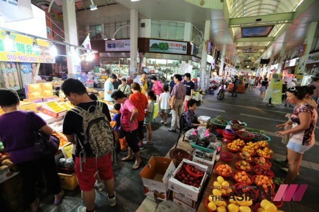 da-2-maeil-olle-traditional-market3courtesy-of-seogwipo-city-government-2