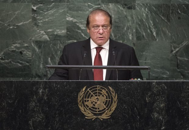 File photo taken on Sept. 30, 2015 shows Pakistani Prime Minister Nawaz Sharif addressing the 70th session of the United Nations General Assembly, at the United Nations headquarters in New York, the United States. Pakistan's Supreme Court on July 28, 2017 disqualified Prime Minister Nawaz Sharif over corruption charges. (Photp : Xinhua/NEWSis)