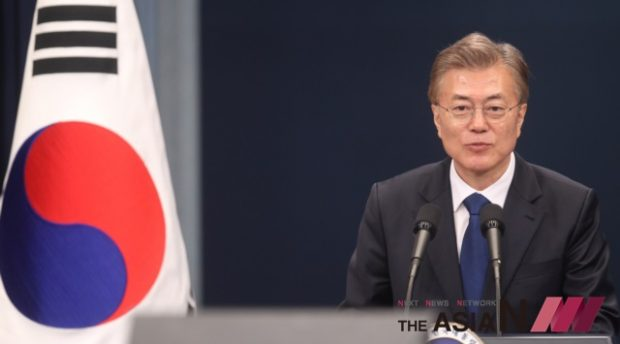 New South Korean President Moon Jae-in addresses a press conference at the Blue House in Seoul, South Korea, May 10, 2017. Moon Jae-in was sworn in as new South Korean president on Wednesday and soon after an inaugural ceremony, he appointed new prime minister, intelligence agency chief, presidential chief of staff and chief of the presidential security. (Photo : Xinhua/NEWSis)