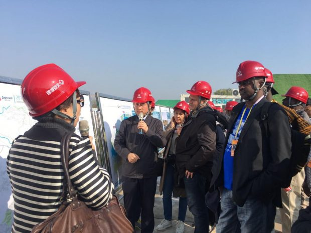 Foreign reporters learn about planning and construction of the 2019 Beijing World Horticultural Exposition on October 19. (Photo by Wang Hailin from People's Daily)
