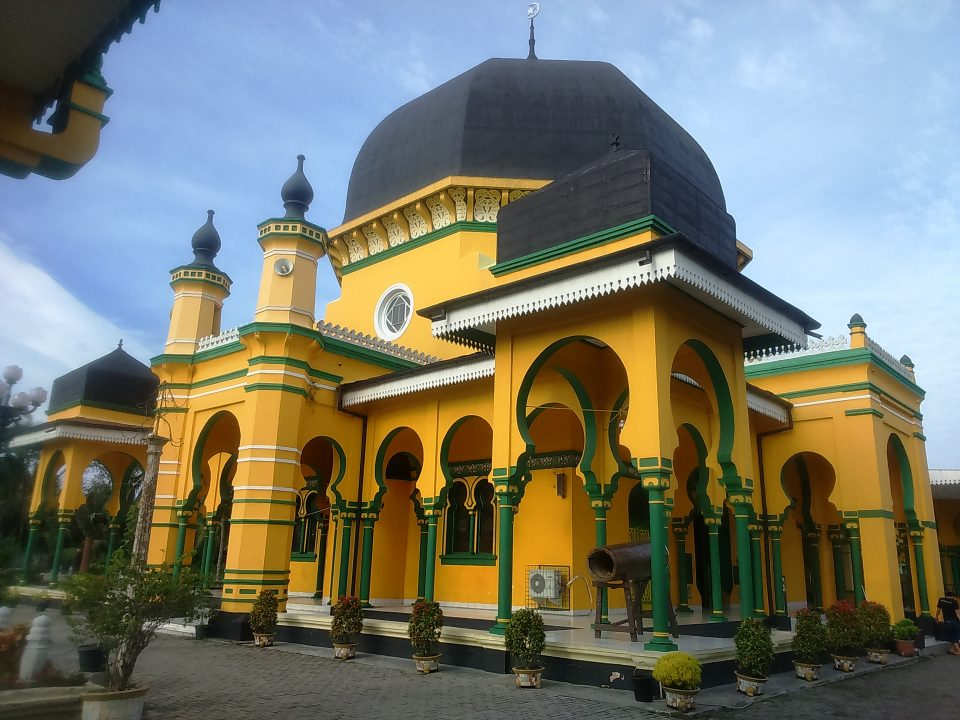 al-osmani_mosque_medan_indonesia