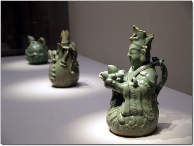 796px-korea-goryeo_dynasty-wine_ewer_in_the_shape_of_a_seated_immortal-01