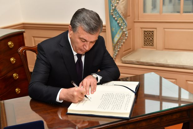 president_of_uzbekistan_shavkat_mirziyoyev_signs_the_department_of_state_guest_book_41454516094