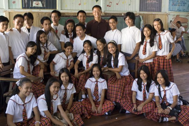 an_education_volunteer_with_his_high_school_students_in_the_philippines