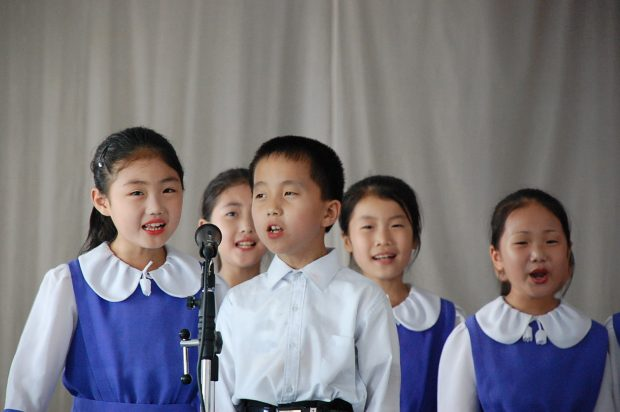 north_korea-pyongyang-singing_children-01