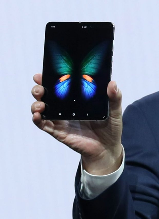 US-SAMSUNG-HOSTS-ANNUAL-GALAXY-UNPACKED-EVENT-UNVEILING-NEW-DEVI SAN FRANCISCO, CALIFORNIA - FEBRUARY 20: Samsung's Mobile Division President and CEO DJ Koh holds the new Samsung Galaxy Fold smartphone during the Samsung Unpacked event on February 20, 2019 in San Francisco, California. Samsung announced a new foldable smartphone, the Samsung Galaxy Fold, as well a