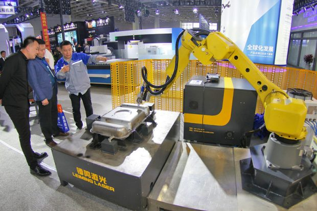 Exhibitors are introducing how welding robot works to visitors during the 2019 edition of Yantai Equipment Manufacture Industry Exhibition, which opened on May 9, 2019 in Yantai, east China's Shandong province. Over 500 companies from home and abroad attended the three-day fair. (Photo: People's Daily Online)