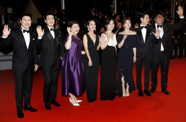 epa07590384 (L-R) South Korean actor Kang-ho Song, South Korean actor Lee Sun-kyun, South Korean actress Lee Jung-Eun, South Korean actress Park So-dam, South Korean actor Choi Woo-shik, South Korean actress Cho Yeo-jeong, South korean actress Chang Hyae-jin and South Korean director Bong Joon-ho arrive for the screening of 'Parasite' during the 72nd annual Cannes Film Festival, in Cannes, France, 21 May 2019. The movie is presented in the Official Competition of the festival which runs from 14 to 25 May.  EPA/SEBASTIEN NOGIER/2019-05-22 05:37:50/