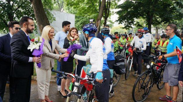 afghan-bikers-welcomed-in-istanbul