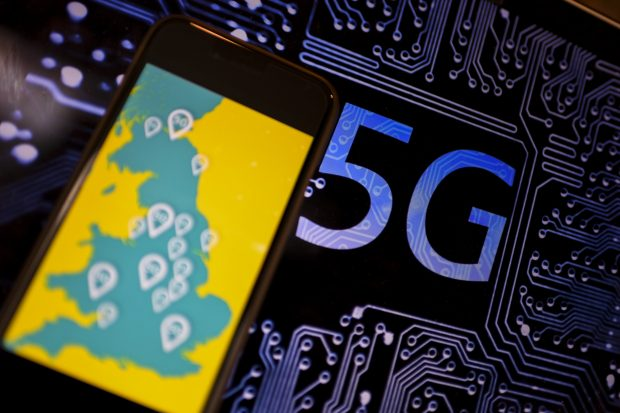 (190530) -- LONDON, May 30, 2019 (Xinhua) -- Photo taken on May 30, 2019 shows the logo of 5G network in London, Britain. Mobile network operator EE said on last Wednesday that it would launch Britain's first 5G service in six major cities on May 30th. (Xinhua/Han Yan)/2019-05-31 01:25:28/
